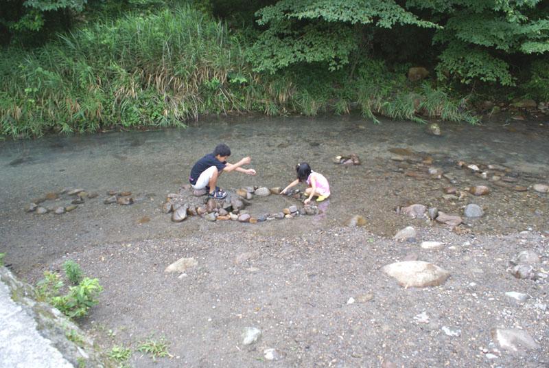 山鳥の森オートキャンプ場 川 ダイキ チカ