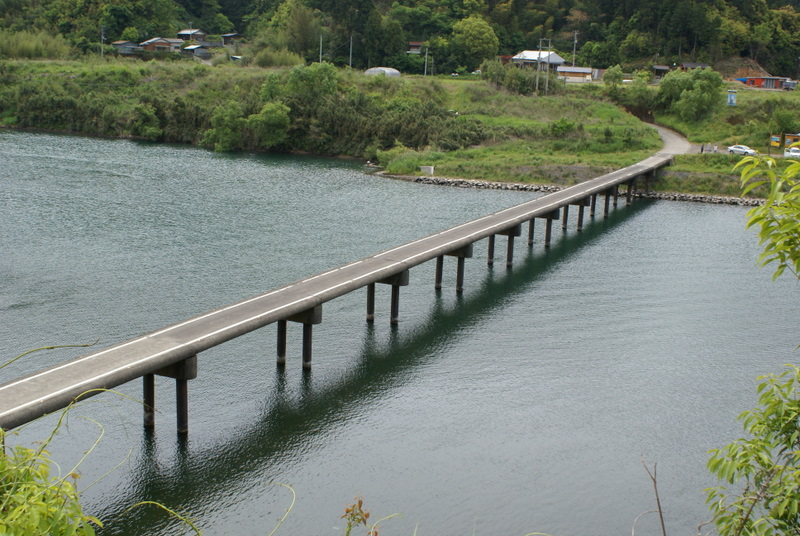 三里の沈下橋
